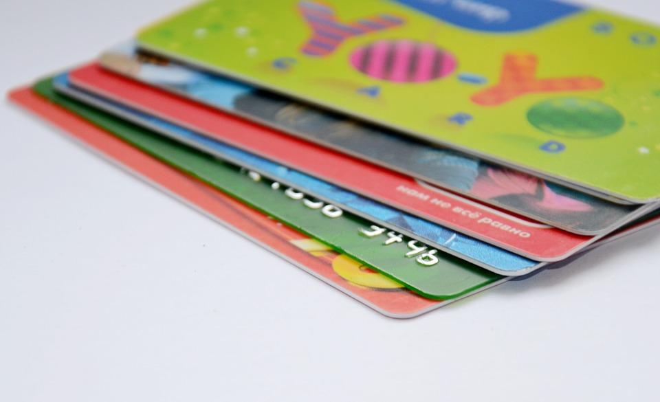เทคนิคการสมัครบัตรกดเงินสดให้ผ่านการพิจารณา